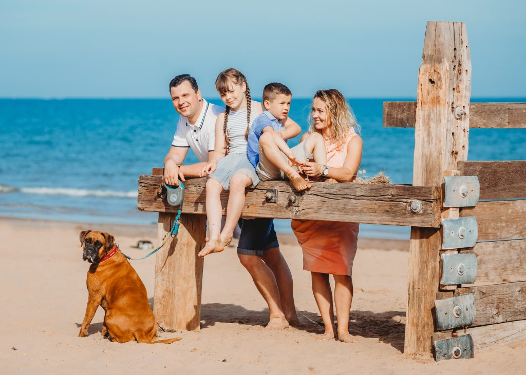 Snezana, Darius, their two children and family pet dog at the Beach